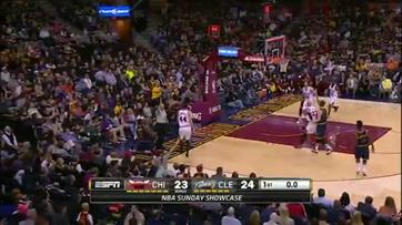 Irving com buzzer beater no final do primeiro período