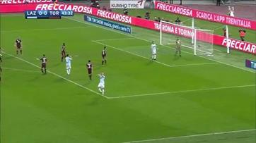 VAR analisa penalty a favor da Lazio e acaba a expulsar Immobile