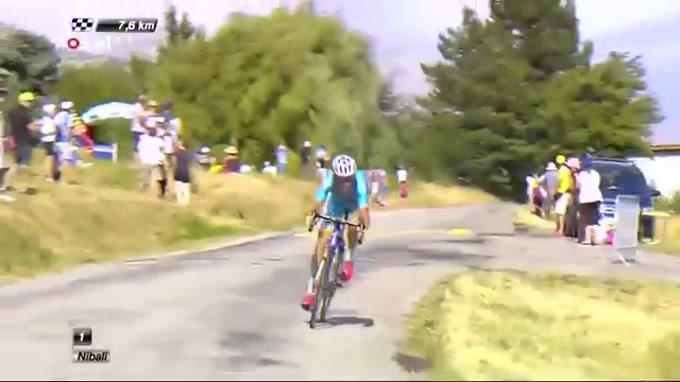 O galês Geraint Thomas, 29 anos, não ganhou para o susto na 16.ª etapa da Volta a França, realizada esta segunda-feira entre Bourg-de-Péage e Gap (201 km). O corredor da Sky chocou com o francês Warren Barguil, foi embater num poste e ainda caiu numa vala entre os espectadores.