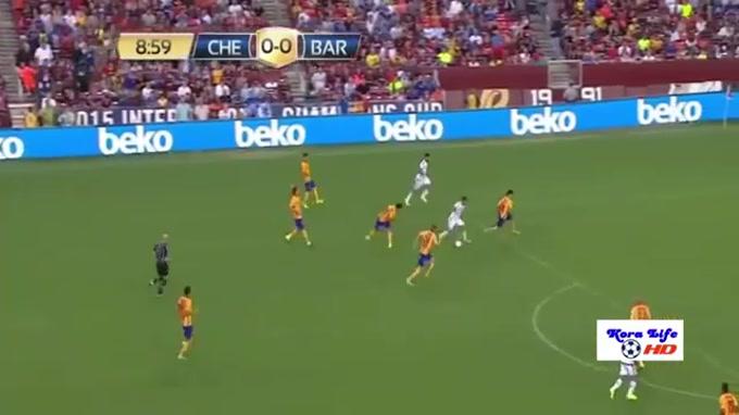 Hazard destroça meia equipa do Barcelona
