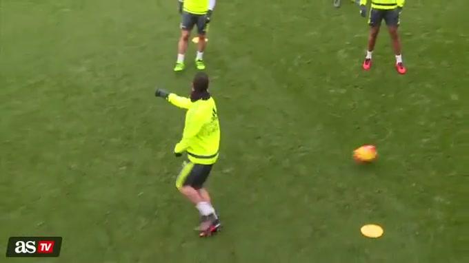 Ronaldo brilha no treino