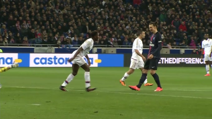 Ibrahimovic atropela Mbiwa