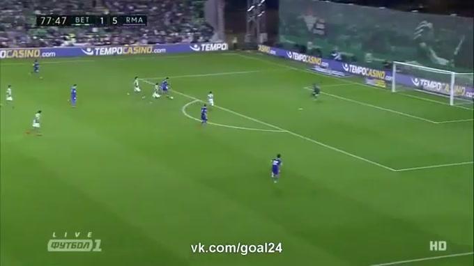 Ronaldo mete turbo e marca